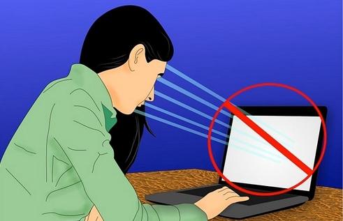 كيف تحمي نظرك من شاشة الكمبيوتر والهاتف